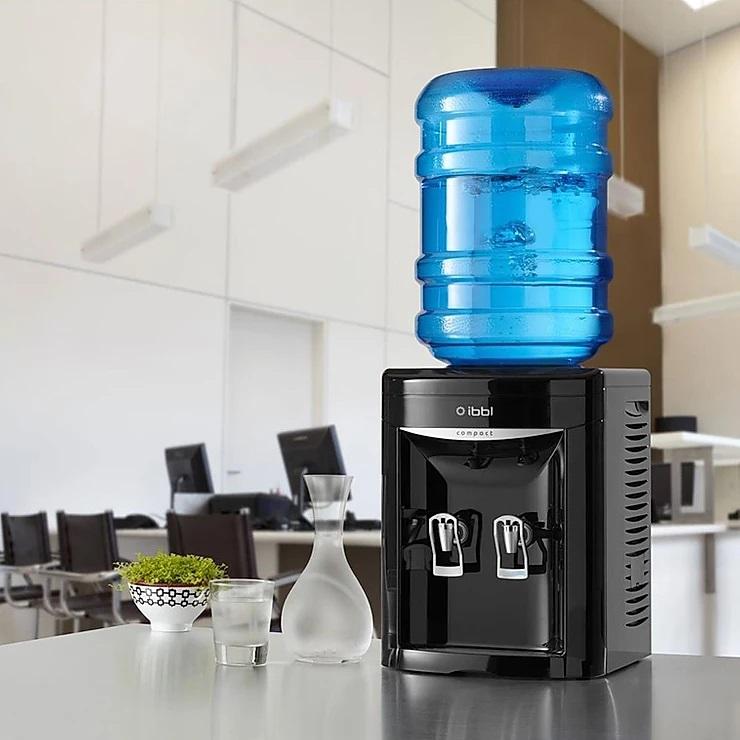 Qual o procedimento para limpar o bebedouro de água?